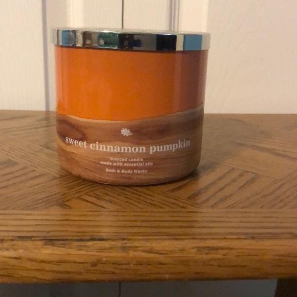 COPY - BBW Sweet Cinnamon Pumpkin 3 Wick Candle